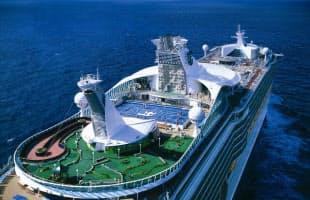 甲板に出れば、360度見渡す限り青い海(ボイジャー・オブ・ザ・シーズ)