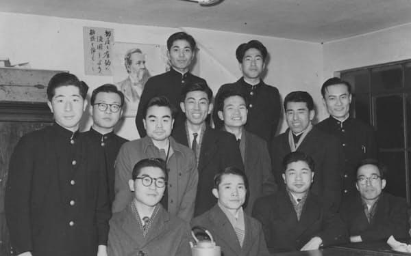 大学時代のゼミ仲間と(中列右から4人目)