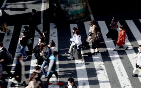 JR大阪駅前を行き交う人たち(3月21日)