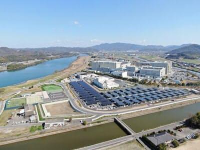 村田製作所、岡山村田製作所で駐車場型メガソーラーシステムが稼働・発電を開始