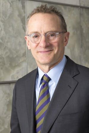 ハワード・マークス(Howard Marks)氏 米資産運用大手オークツリー・キャピタル・マネジメント会長兼共同創業者。米シカゴ大学経営大学院でMBA(経営学修士)を取得。米資産運用大手TCWグループなどを経て、1995年オークツリー設立。顧客向けメモを基にバリュー投資の優位性やリスク管理の重要性を整理して論じた『投資で一番大切な20の教え』(日本経済新聞出版社)がベストセラーになった