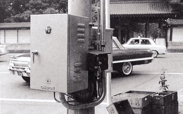 東京・九段3丁目交差点に設置した信号機制御ボックス