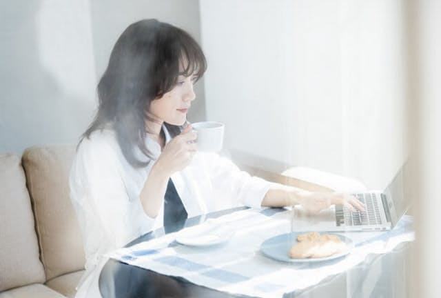 在宅勤務のときこそ「朝時間」を上手に活用する(写真はイメージ=PIXTA)