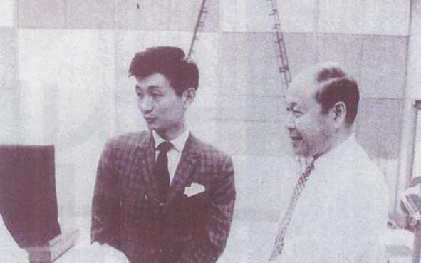 デビュー後、豊増昇先生(右)と
