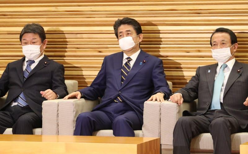 緊急経済対策を決定した臨時閣議(7日)