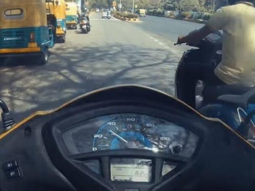 インド市街を走るホンダの二輪車(出所:ホンダのインド法人)
