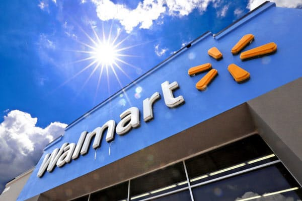 従業員の遺族がウォルマートに対して起こした訴訟は、エッセンシャルワーカーが提訴する初めてのケースとされる=AP