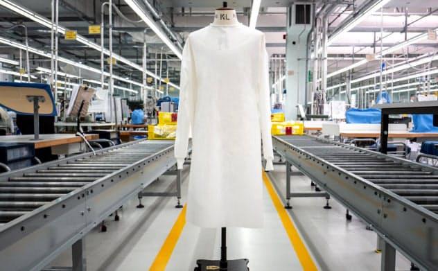 不織布を使用したエルメネジルド ゼニアの防護服はイタリアとスイスの工場で製造される
