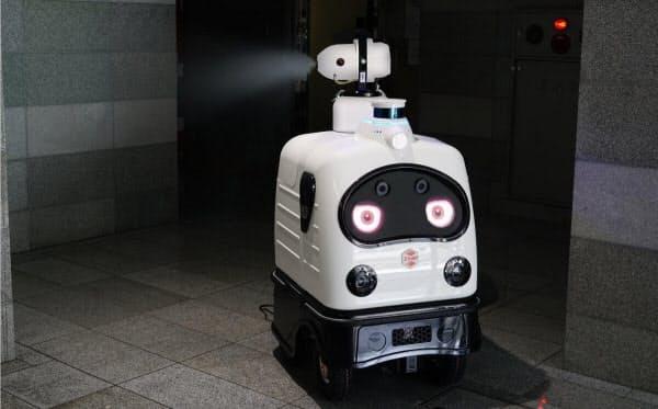 消毒液の散布機能を加えたZMPの無人警備ロボット「パトロ」(出所:ZMP)