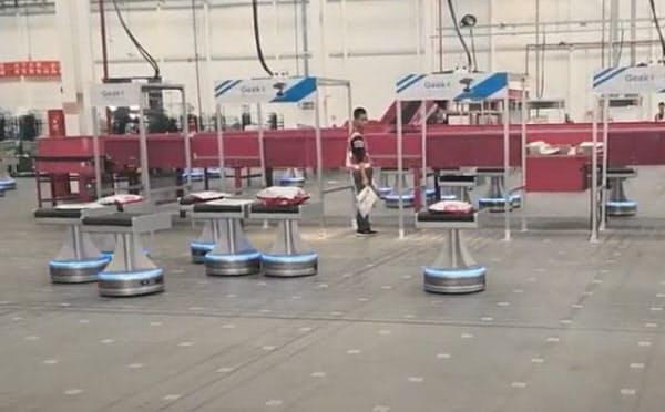 ギークプラスは仕分け支援ロボットで密接を防ぐ(出所:ギークプラス)