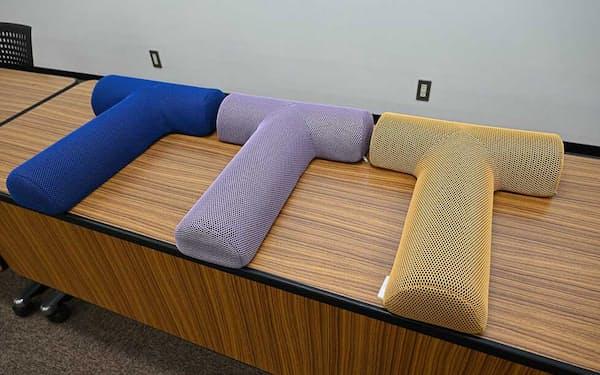 オンキヨーの「ミオドレ式 寝るだけストレッチ枕」。商品名の「ミオドレ式」はアンチエイジングサロン「ソリデンテ南青山」の独自の施術「ミオドレナージ」から
