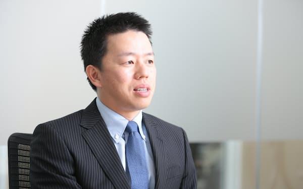 1979年長崎県生まれ。東京大学卒業。大手証券会社を経て、2004年、父・高田明氏が経営するジャパネットたかたの社長室長に着任。コールセンターや物流センターの責任者を務めた。12年7月から副社長。15年1月、ジャパネットホールディングス社長に就任(写真:鈴木愛子)