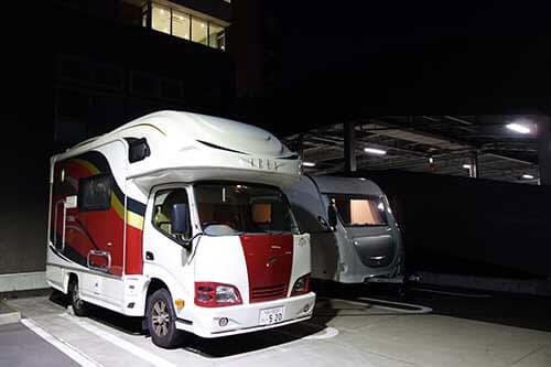 川崎市立井田病院では、医師や看護師の休憩場所としてキャンピングカーが使われている