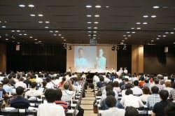ブログサービス開始10年を祝うイベント「ブロガーサミット」には約800人が集まった
