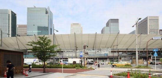 2013年7月20日、足場の大半が取り払われ、グランルーフのほぼ全体が姿を現した東京駅八重洲口