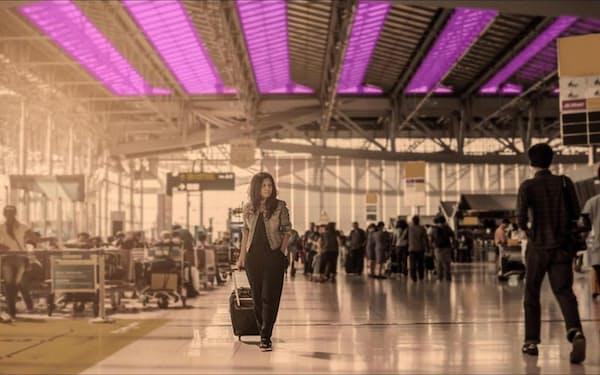 波長222ナノメートルの紫外線を公共・商業施設で常時照射すれば、新型コロナウイルスの感染拡大を抑制し、経済・社会活動の範囲を拡大できる可能性がある。写真は、空港に照射装置を設置した場合のイメージ(出所:コロンビア大学放射線研究所)
