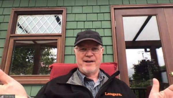 Zoom会議システムでカナダ・バンクーバーの自宅からインタビューに答えるブレイ氏