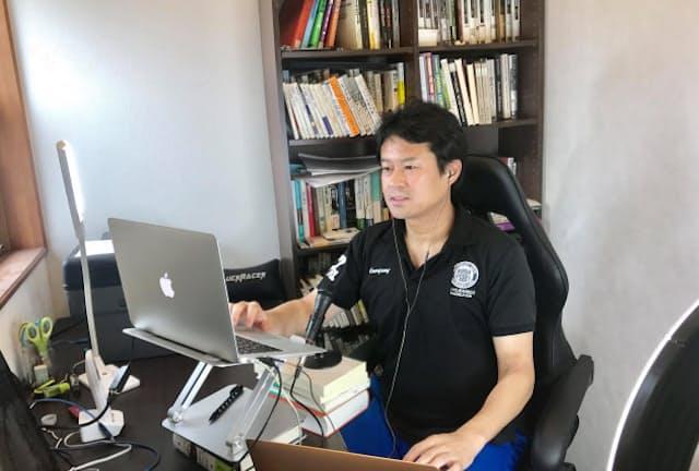 オンライン授業をする法政大の田中教授