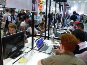 今年の東京ゲームショウで初めて設けられたインディーズゲームのブース。国内外から約40の開発者が参加した(千葉市美浜区の幕張メッセ)