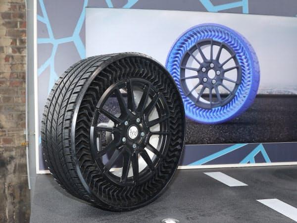 ミシュランが2024年の量産を目指すエアレスタイヤの試作品「Uptis Prototype」(撮影:日経クロステック)
