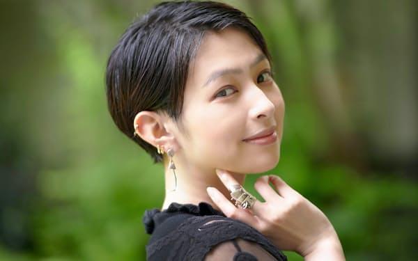 モデル、女優として活躍する日南響子さんが「手放せないモノ」と語るのは、ヴィヴィアン・ウエストウッドの指輪だった