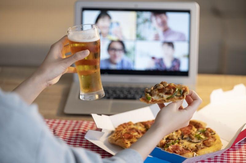 オンライン飲み会は「苦痛」ですか?(写真はイメージ=PIXTA)