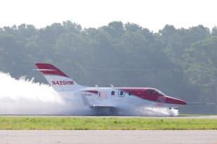 浸水滑走路におけるエンジンの水吸い込み試験の様子(写真:ホンダ)