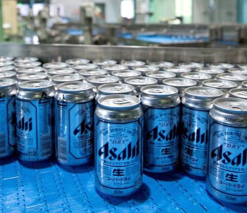 スーパードライの缶商品は比較的好調だが、業務用はコロナ禍の直撃を受けて販売が落ち込んだ(写真:的野弘路)