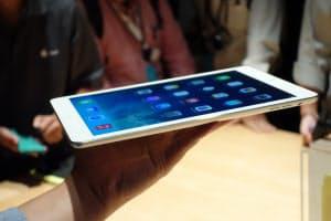 従来製品より20%薄く28%軽いタブレット「iPad Air」。ジョブズ氏が理想とした9.7インチ液晶を積んだ大型タイプを大幅に進化させた