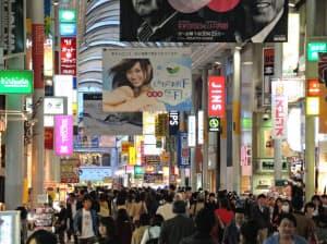 中国地方各地や四国からも買い物客が訪れる広島本通商店街(広島市)