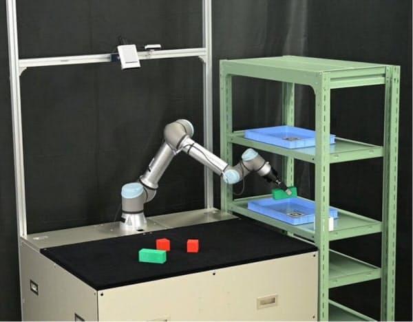 「目標指向タスクプランニング」を適用したピック&プレース自動化ロボット(出所:NEC)