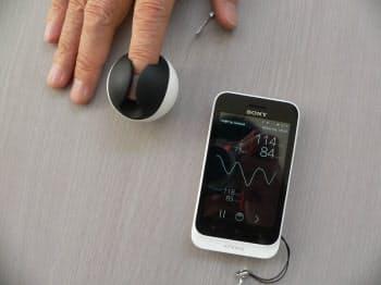 MEDICAに出展予定のスマホ対応血圧計。「ICMe(アイシーミー)」と名付けたという