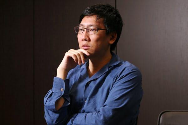 日経新聞「手本はゲイツ 資産140億円のカリスマが挑む社会貢献」より