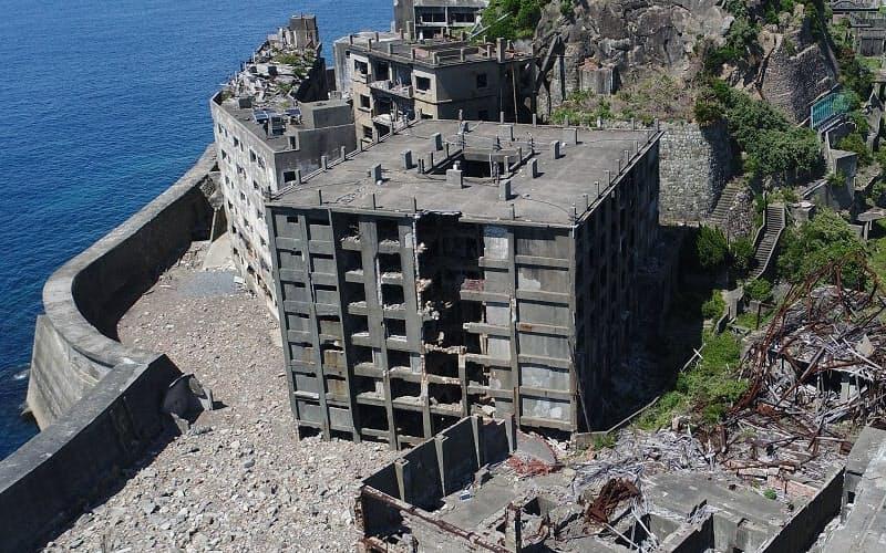 老朽化が進む軍艦島の30号棟(写真:出水享)