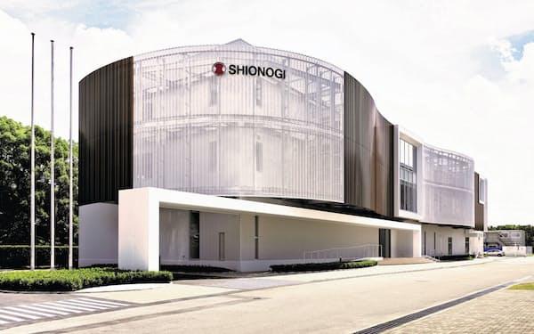 協業で「連続生産技術」を開発する(シオノギファーマ本社)