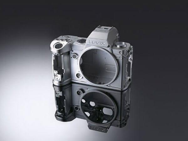 「LUMIX S5」は既存の上位機種に比べて小型・軽量を実現した