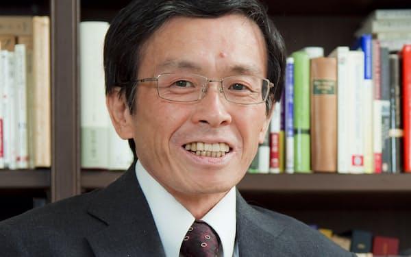 岸見 一郎(きしみ・いちろう)                                                       1956年、京都生まれ。哲学者。京都大学大学院文学研究科博士課程満期退学(西洋哲学史専攻)。著書に『嫌われる勇気』(古賀史健氏と共著、ダイヤモンド社)、『生きづらさからの脱却』(筑摩書房)、『幸福の哲学』(講談社)、『今ここを生きる勇気』(NHK出版)、『老後に備えない生き方』(KADOKAWA)。訳書に、アルフレッド・アドラー『個人心理学講義』(アルテ)、プラトン『ティマイオス/クリティアス』(白澤社)など多数