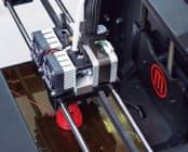 箱から出してすぐ印刷、というわけにはいかない3Dプリンター。写真はMakerBot Replicator 2X