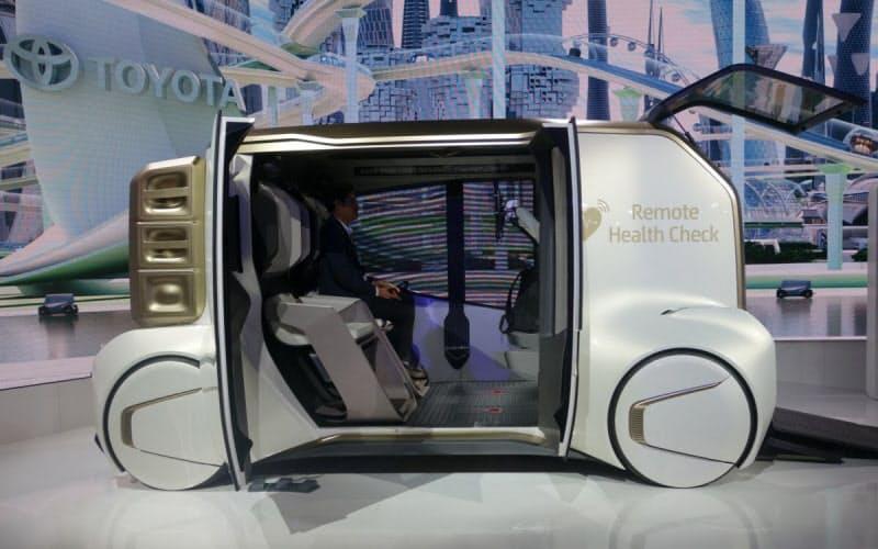 トヨタは移動サービス会社への転換にソフト重視の考えを採り入れる。写真は2019年に発表した試作車で、健康サービスを見据えたもの(撮影:日経クロステック)