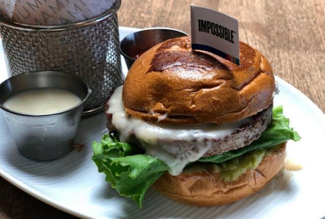 米インポッシブル・フーズがパティを供給する植物肉バーガー