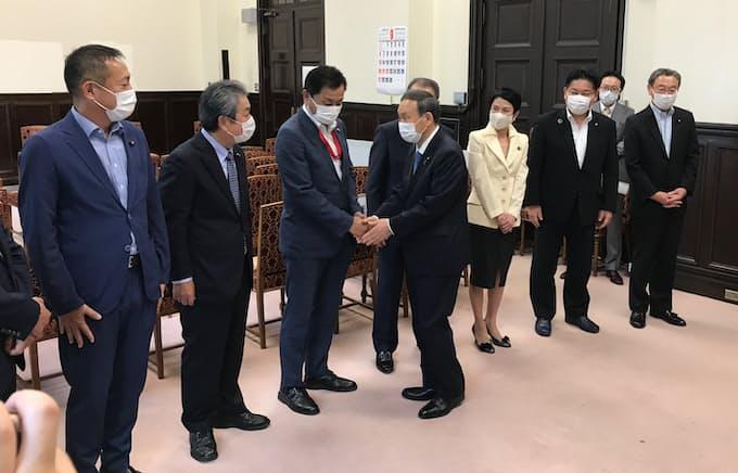 菅首相が与野党にあいさつ回り: 日本経済新聞
