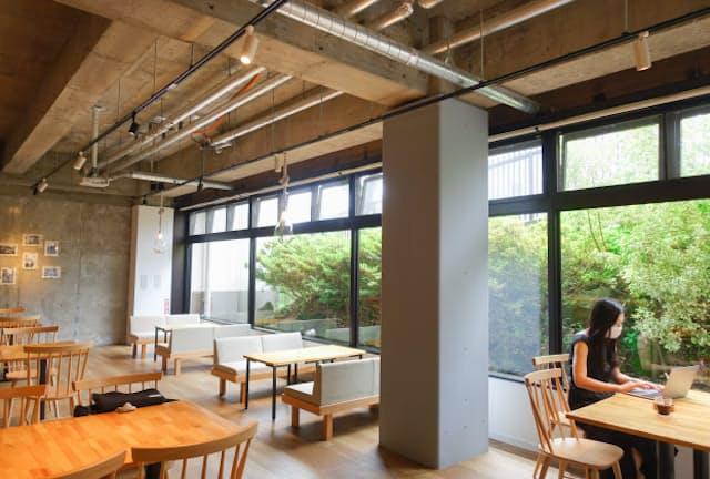 箱根の強羅駅からすぐのエンブレムフロー箱根 (HafHの拠点)。閑静な空間と温泉があり、新たな発想がわきそうだ