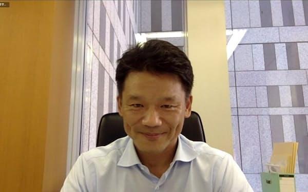 東京都副知事の宮坂学氏。1997年6月にヤフーへ入社。2012年から18年まで同社社長を務める(その後、会長に就任)。19年7月に東京都参与、9月より副知事に就任。ビデオ会議システム「Zoom」を使ってインタビューした