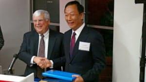 米ペンシルベニア州への投資を宣言した鴻海の郭台銘董事長(11月、ワシントンDC)=中央通信提供