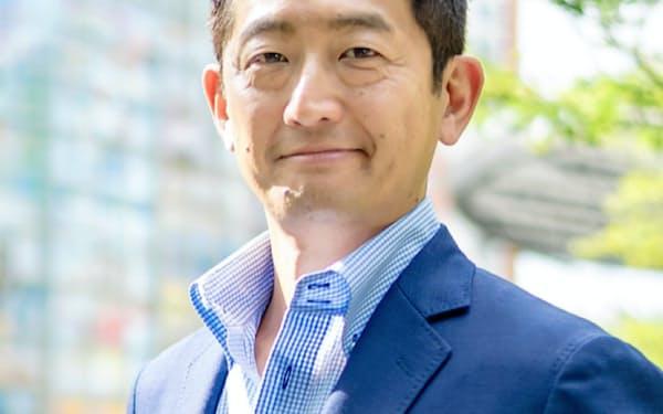 日本と米国でスタートアップを複数起業後、ミクシィ・アメリカの最高経営責任者(CEO)を経て、2013年にスクラムベンチャーズを創業。80社超の日米スタートアップに投資。