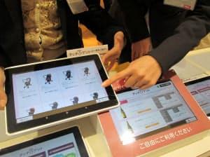 イオン幕張新都心店では来店客にタブレットを貸し出し、店頭にない在庫をその場で注文できるようにした