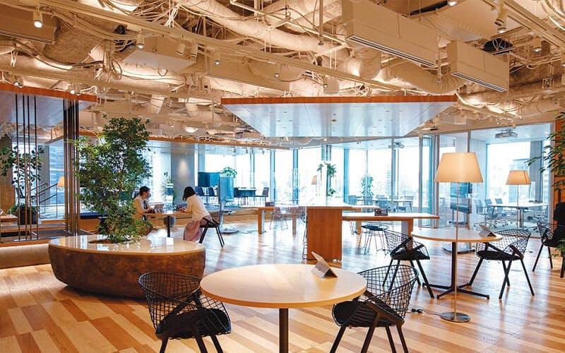 三井不動産の新オフィスは「2020年度 第33回日経ニューオフィス賞」のクリエイティブ・オフィス賞を受賞した。オフィスデザインは三井デザインテックが手掛けた。開放的な空間にした「CROSSING Lounge」と呼ぶ場。外部とも気軽に交流できる