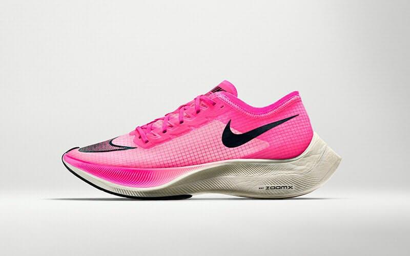 鮮やかなピンクという斬新なカラーリングが話題となった「ナイキ ズームエックス ヴェイパーフライ ネクスト%」