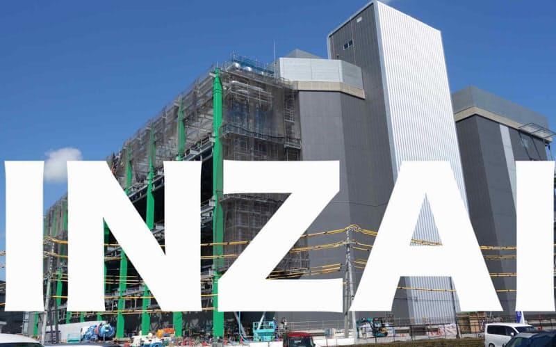 背景は千葉ニュータウン中央駅周辺で建設されているDC向けの建物(撮影:12bet国际平台クロステック)