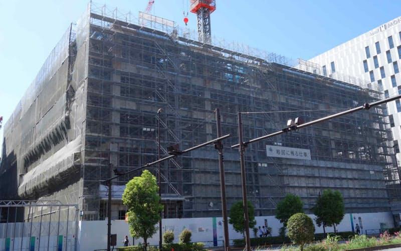 東京江東区で建設されているデータセンター向けの建物。建築主は「Kona合同会社」で、工期は2022年7月31日までとなっている(撮影:12bet国际平台クロステック)